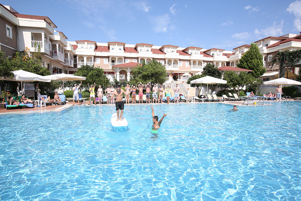 Swimming pools garden resort bergamot hotel kemer for Pool garden resort argao